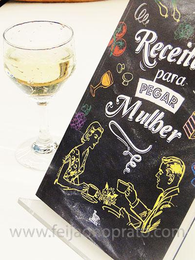 livro e vinho