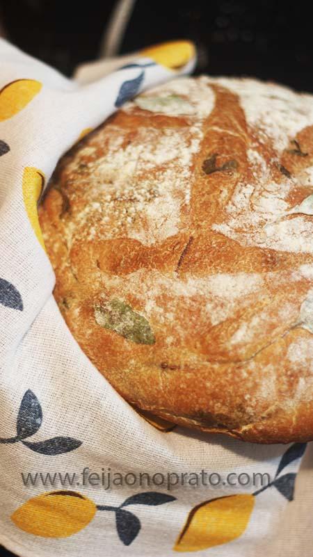 Pão de folhas de beterraba
